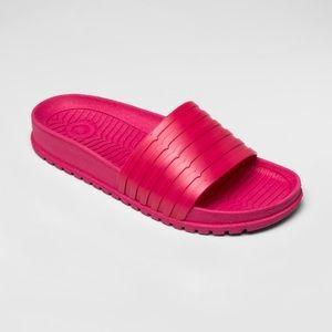 Hunter for Target woman pink slide sandal